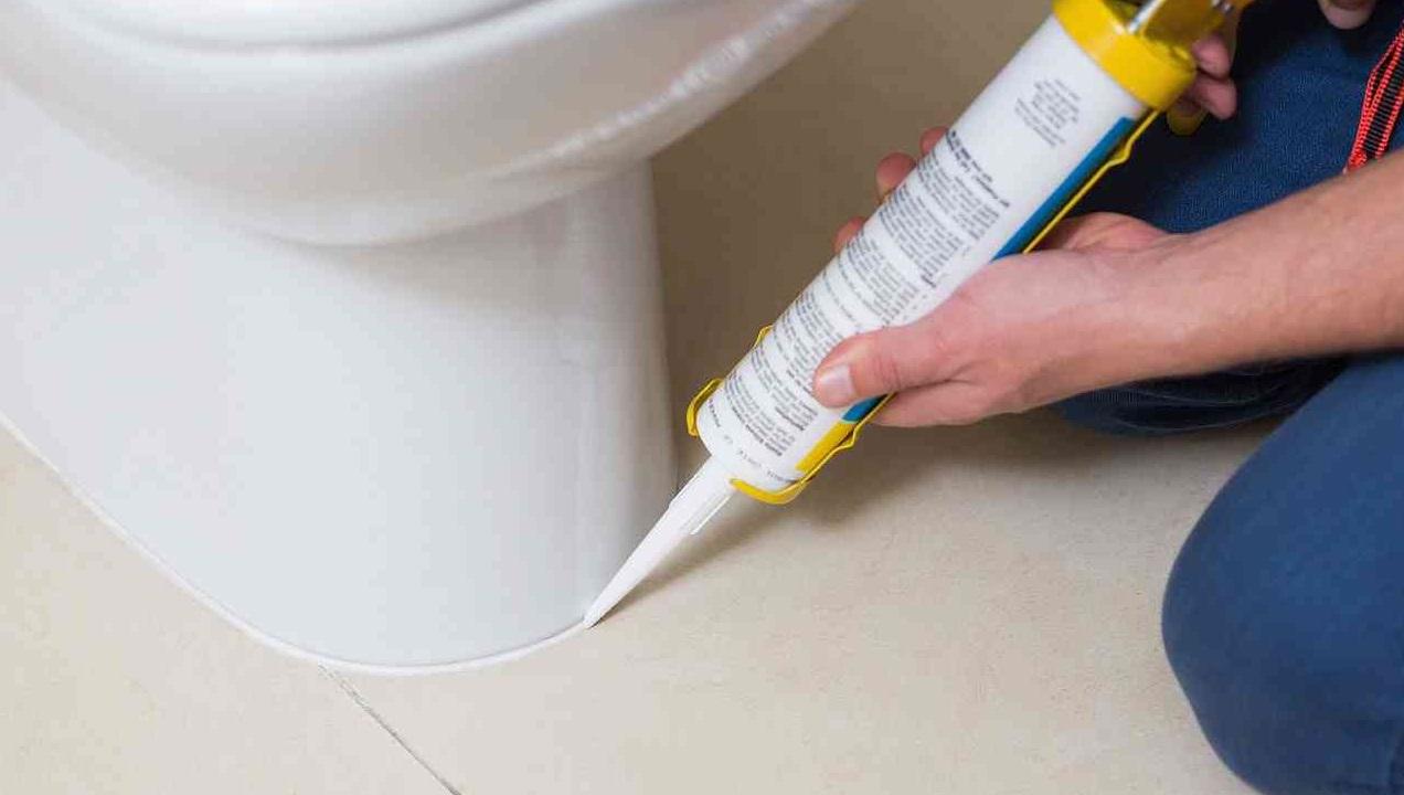 Как поставить унитаз своими руками на бетонный пол