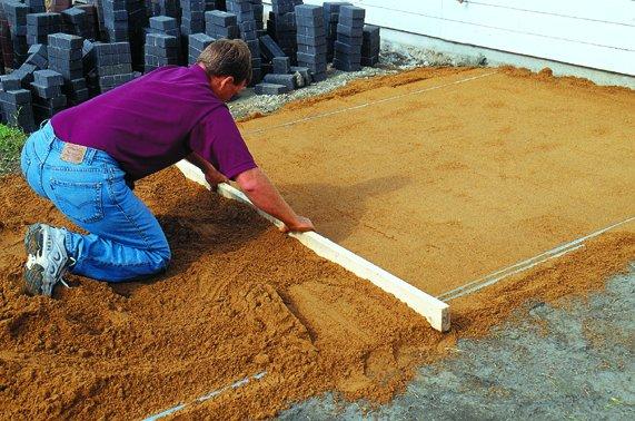 Сделать плитку для садовых дорожек своими руками