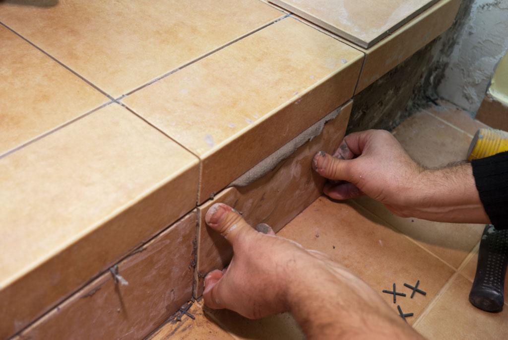Как уложить плитку на лестнице своими руками