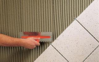 Приклеиваем кафельную плитку к бетону