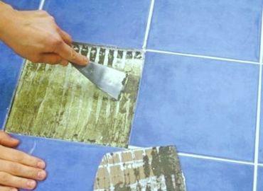 Как приклеить отвалившуюся кафельную плитку