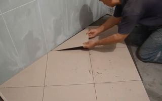 Как класть плитку в ванной на пол и на стену?