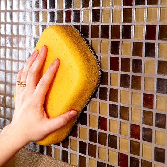 Как заменить затирку между плитками в ванной
