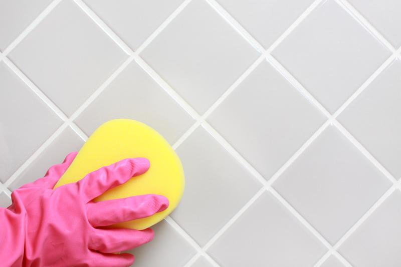 Чем покрасить кафельную плитку в ванной