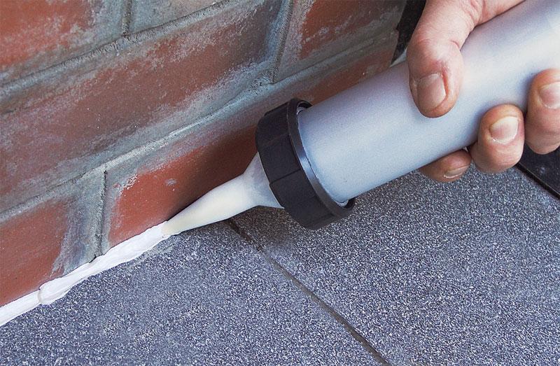 Чем очистить герметик с плитки